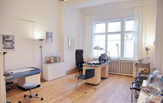 Praxis - Behandlungszimmer - Dr. Selma Karaca Neureither